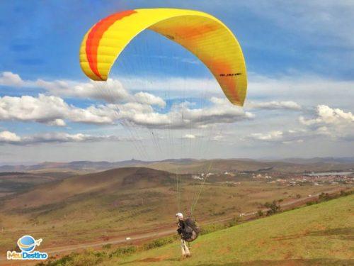 Vôo de Parapente na Serra da Moeda - Minas Gerais