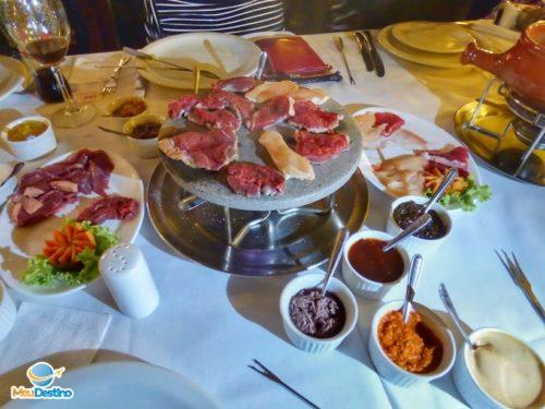 Fondue de Carne - Restaurante Colosseo - Onde comer em Gramado-RR